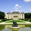 Splendid Manor with spray and statue — Stock Photo #3229549