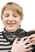 一个男孩和一个放大镜 — 图库照片