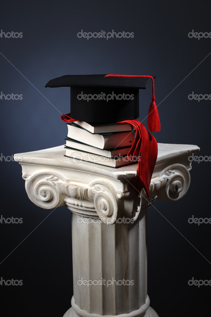 Graduation cap and and books over a white column — Stock Photo #3918705