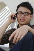 Homme parler téléphone — Photo