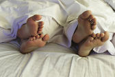 Pár v posteli — Stock fotografie