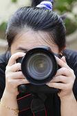 Kobieta fotograf — Zdjęcie stockowe