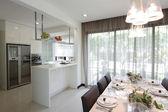 área de cozinha e sala de jantar — Foto Stock