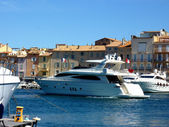 Yacht in Saint-Tropez port, France — Stock Photo