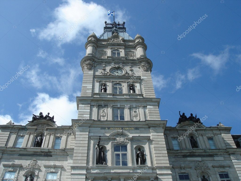 Facade of Quebec Parliament, Canada, with its statues by beautiful weather — Stock Photo #3350814