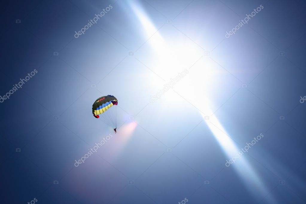 Parachutist at blue sky and bright sun rays — Stock Photo #3171634