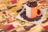 Płatki hibiskusa w pucharze — Zdjęcie stockowe
