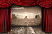 Röd theater gardin gardiner med öken berg bakgrund — Stockfoto