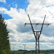 High voltage line in the countryside — Stockfoto
