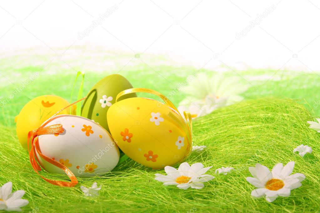 Painted Colorful Easter Eggs on green Grass — Stock Photo #3052671