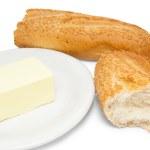 壊れた白パンとバター プレート — ストック写真