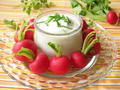 Radishes with yoghurt and chives — Stock Photo