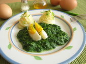Spinach with egg and mashed potatoes — Stock Photo