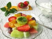 Fruit salad with natural yogurt — Stock Photo