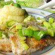 Minute steak with roasted leeks and mashed potatos — Zdjęcie stockowe