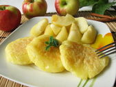 Potato pancakes with stewed apples — Stock Photo