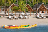 Boats and canoes on a tropical beach — Stock Photo