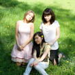 Ree girls sitting on grass — ストック写真