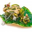 Stockfoto: Frog- jewelry box with silver bracelet.