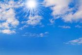 Slunečné oblohy. — Stock fotografie