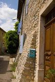 Typcial французский дом с почтовым ящиком — Стоковое фото