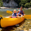 Father and daughter in canoe — Stock Photo