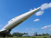 The fuselage of a supersonic airliner. Фюзеляж сверхзвукового авиалайнера. — Stock Photo