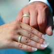 Wedding hands and rings — Stock Photo