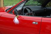 красный свадебный автомобиль. — Стоковое фото