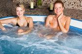 Duas mulheres na banheira — Fotografia Stock