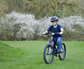 A young six year old boy riding his bke — Stock Photo