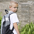 Young boy wearing a backpack — Stockfoto