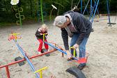 Jugando en el patio de recreo — Foto de Stock