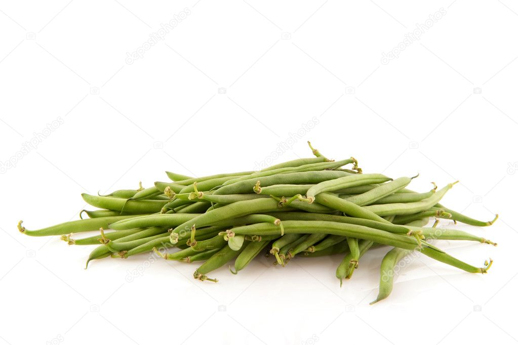 Fresh green string beans isolated over white — Stock Photo #3055157