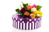 Colorful roses and birthday present — Stockfoto