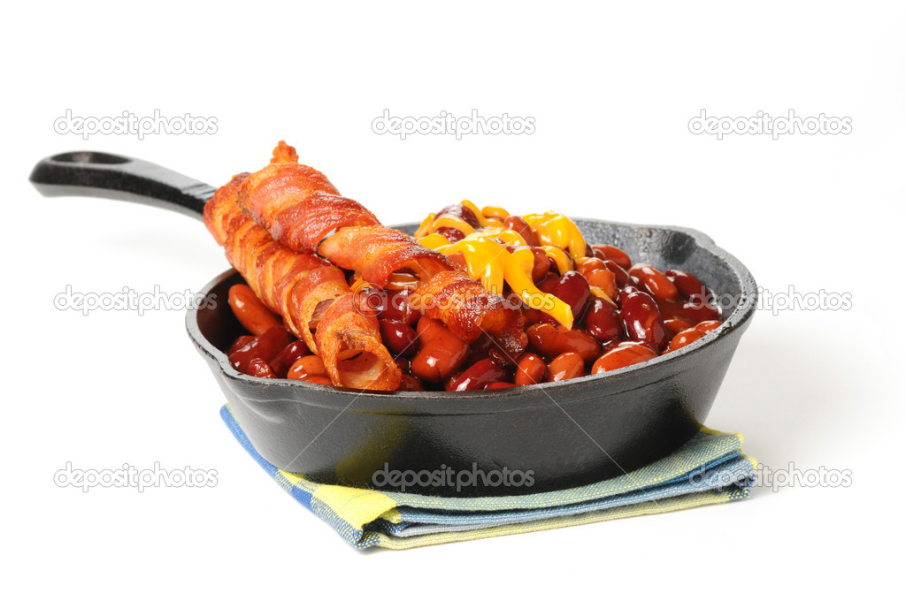 Baked beans and bacon served in a cast iron skillet. — Stock Photo #3850210