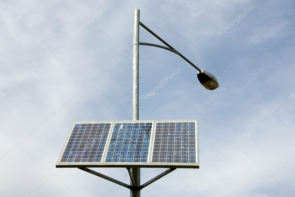 A bank of solar panels providing power for a street light — Stok fotoğraf #2847130