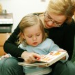 Reading with mom - Zdjęcie stockowe