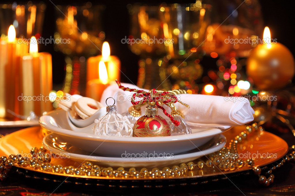 Luxury place setting in golden and white  for Christmas  — Stock Photo #3191367