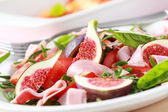 Vegetable salad with fresh figs — Stock Photo