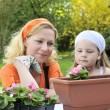 Mother and daughter gardening — Stock Photo #2756472