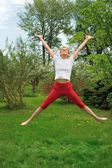 Young woman practising - jump — Foto de Stock