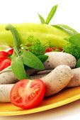 Salsichas com legumes — Fotografia Stock