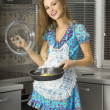 Happy housewife in the kitchen — Stockfoto