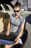 Businesswoman has a fan with laptop — Stock Photo