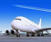 Grote passagier vliegtuig op luchthaven — Stockfoto