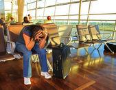 A la espera de un avión tarde — Foto de Stock