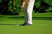 положить мяч для гольфа — Стоковое фото