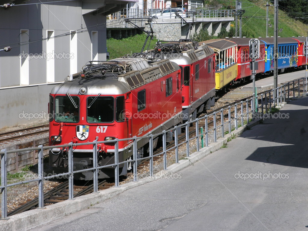Train at the exit of the station Arosa (switzerland) — Stock Photo #3010571