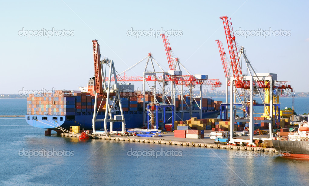 Cargo ship on loading in the port  Foto Stock #2814882